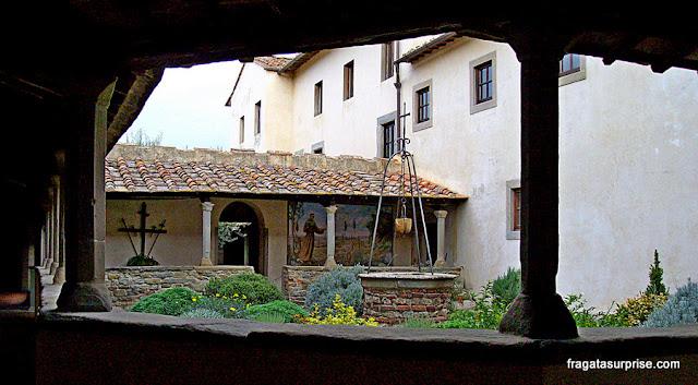 Claustro do Convento de São Francisco, em Fiésole, Toscana