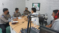 Talkshow di Radio Samosir Green, Satlantas Polres Samosir Sosialisasi Operasi Patuh Toba
