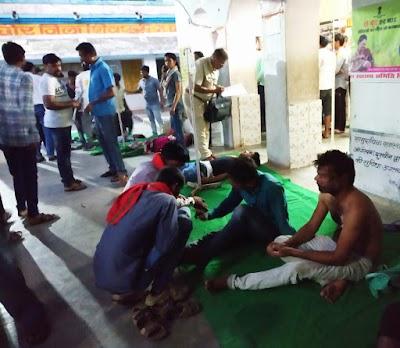पिछोर से इंदौर जा रही स्लीपर कोच पलटी | Pichore News