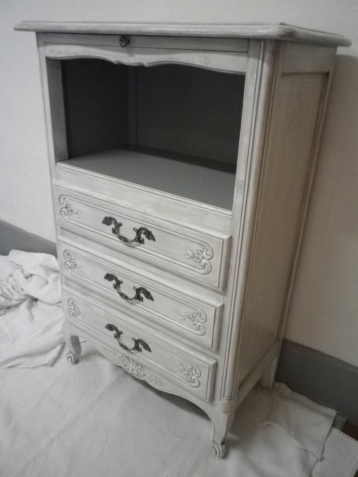 Pat 39 in une nouvelle vie pour vos meubles et objets - Meuble vieilli gris ...