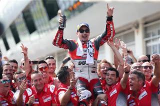 MOTO GP - Lorenzo sale victorioso de una batalla intensa con Márquez del GP de Austria