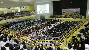 Ribuan Mahasiswa Baru UIN Jogja Kumandangkan Mars Syubbanul Wathon