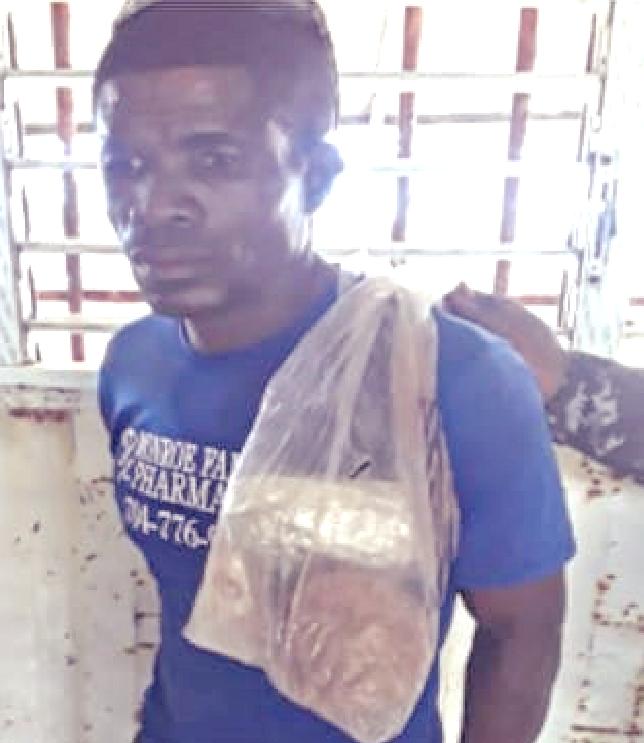 Apresan hombre en Los Patos de Barahona con tres paquetes de presunta marihuana