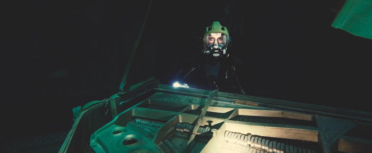Первые кадры подводного хоррора The Deep House про блогеров и маньяка - 15