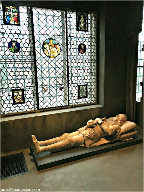 Caballero de Salamanca Esculpido en Mármol en la Capilla Española