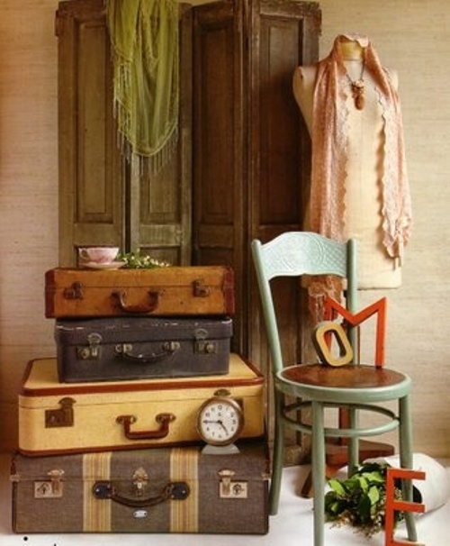 Vintage Decoration: Ethnic Cottage Decor: Decorating With Vintage Luggage