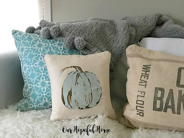 DIY pumpkin pillow transfer fall decor no-sew pillow