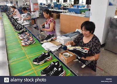 Pabrik Sneaker Faded Triple S di China