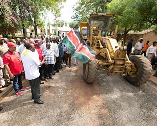 President Uhuru Kenyatta launch upgrade of Lunga Lunga - Vanga road. PHOTO | PSCU