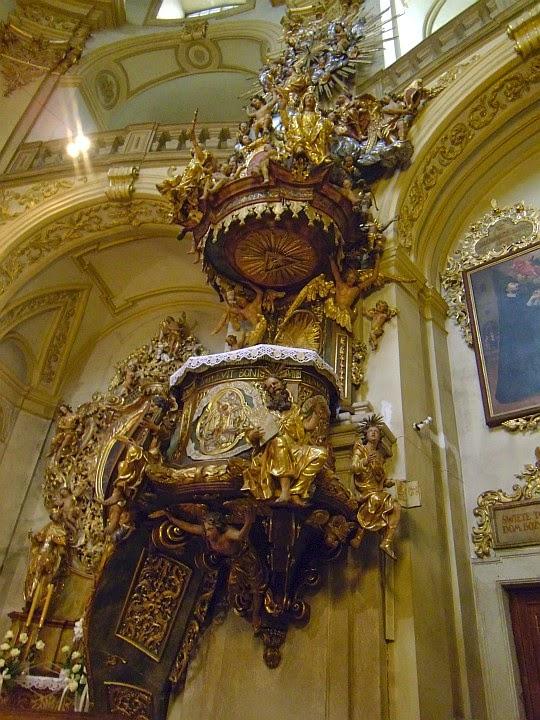 Ambona w Sanktuarium Matki Bożej Wambierzyckiej Królowej Rodzin.