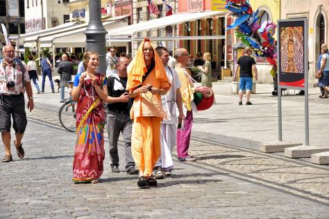 "Chanting "" Hare Krishna "" Mantra on Vegas Streets"
