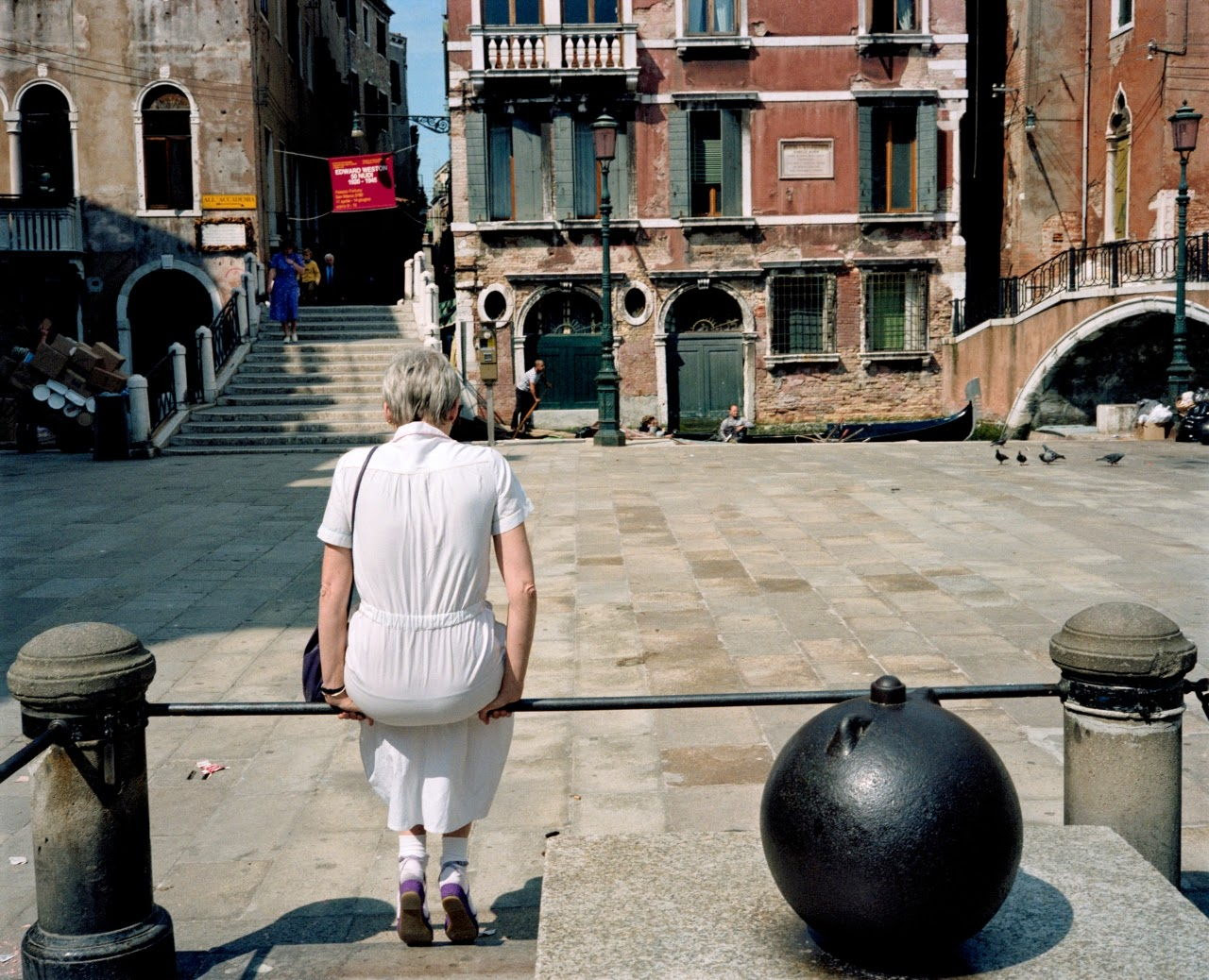 15 Wonderful Color Photographs Captured Everyday Life In