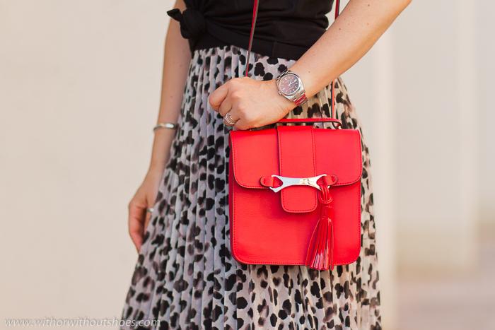 Bolso Bandolera de piel rojo con pompón Crossbody Bag de Fratelli Rossetti made in Italy