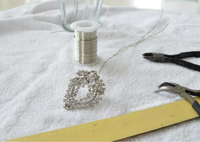 wiring brooches for the bouquet