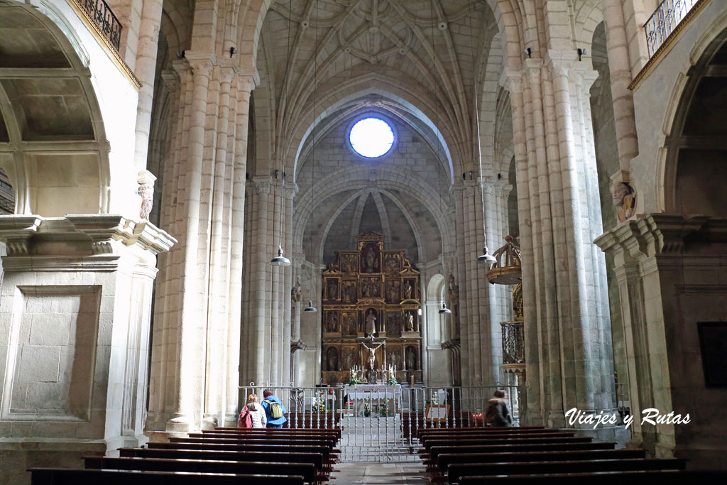 Interior de la Iglesia de Santo Estevo de Ribas de Sil