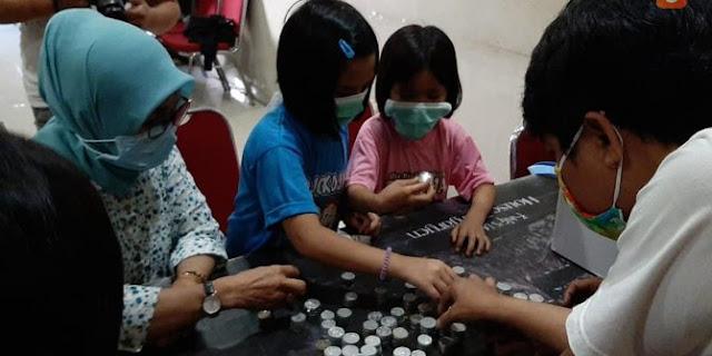 Dua Anak 7 Tahun di Makassar Sumbangkan Celengannya Untuk Beli APD