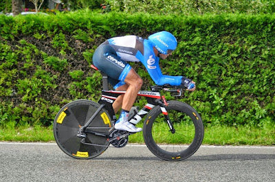 Carbon road bike and tribike rental in Vichy - Lyon at IronMan Triathlon competitions in France.