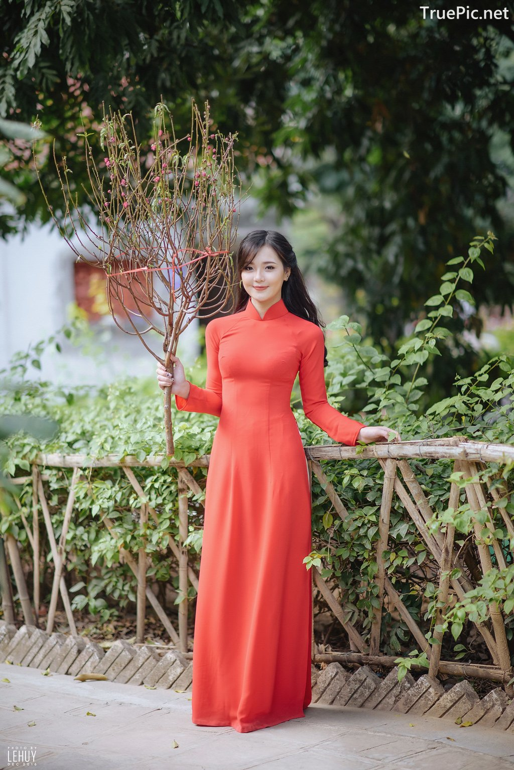 Image-Vietnamese-Model-Beautiful-Girl-and-Ao-Dai-Red-Vietnamese-Traditional-Dress-TruePic.net- Picture-1