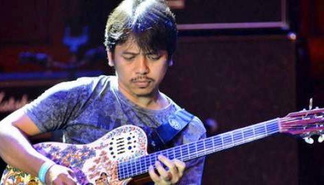 Dewa Budjana Gitaris Terbaik Indonesia yang Diakui Dunia