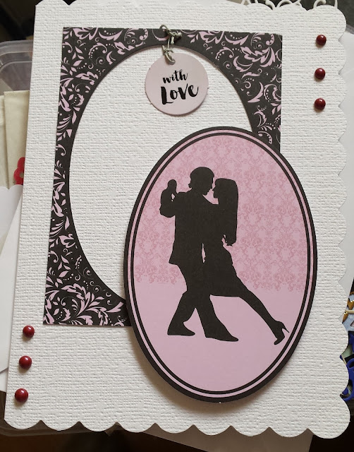 Couple dancing in silhouette - C5 scalloped edge card