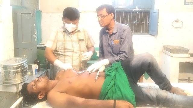 झोंझी में मामूली विवाद में दो युवकों को चाकू मार किया जख्मी