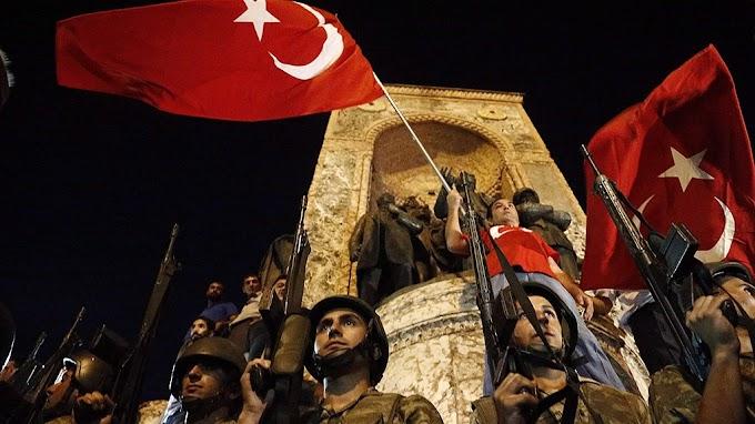 Török puccskísérlet: több mint 500 újabb ember ellen adtak ki elfogatóparancsot