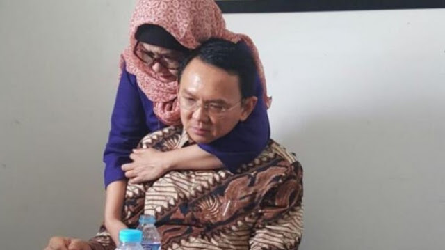 Demi Kekuasaan Panggung Sandiwara, Pak Hakim & Pak Jaksa Tolong Sekalian Bebaskan Ahok