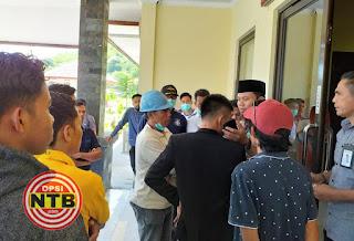 Puluhan Massa Geruduk PLTU Sumbawa Barat