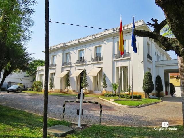 Vista ampla do palacete do Consulado Geral da Espanha em São Paulo - Jardim América - São Paulo