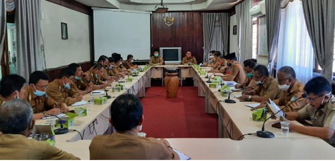 Sekda Asraf Pimpin Rapat Evaluasi Pilkades Serentak 2021 bersama Camat