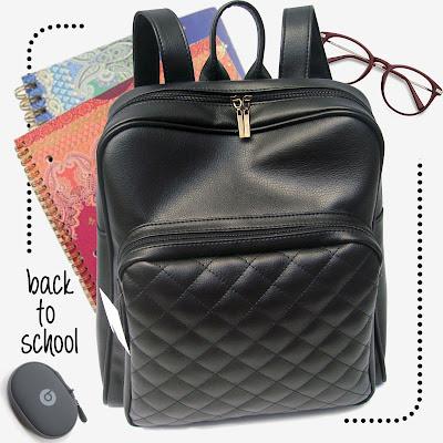 Mochila XL con bolsillo grande acolchado en color negro liso.