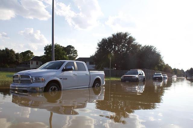 Tindakan Pertama Jika Mobil Terlanjur Terendam Banjir