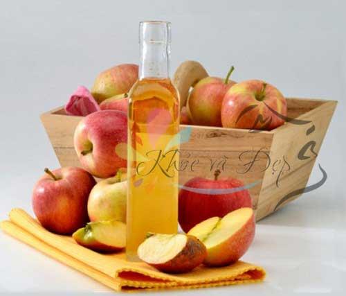 Làm Toner giấm táo dưỡng trắng da, giảm mụn thâm hiệu quả