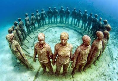 Amazing Sculpture Park under water