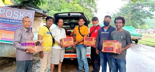 Peduli Sesama Profesi, Pewarta KAE Salurkan Bantuan Kepada Wartawan Korban Banjir