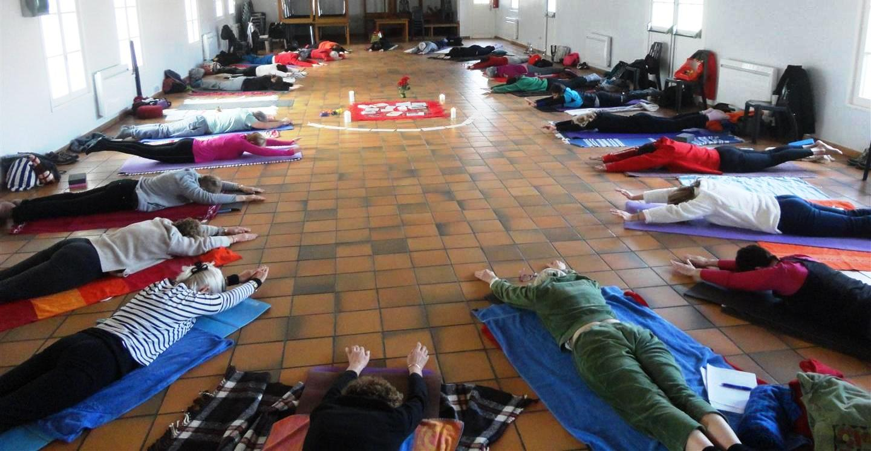 """Résultat de recherche d'images pour """"yoga oye plage"""""""
