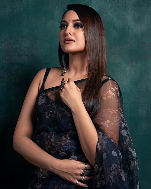 sonakshi sinha saree the kapil sharma show dabangg 3 actress sleeveless blouse