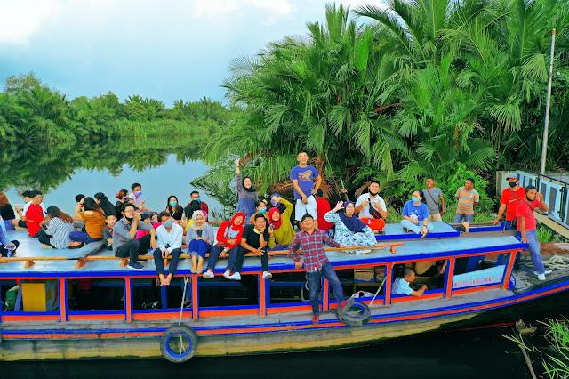 Wisata Kapal di Kampung Kencana