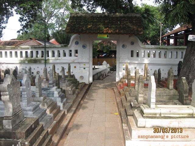 Inilah Daftar Nama dan Alamat Makam Wali Se Nusantara yang Harus di Ziarahi