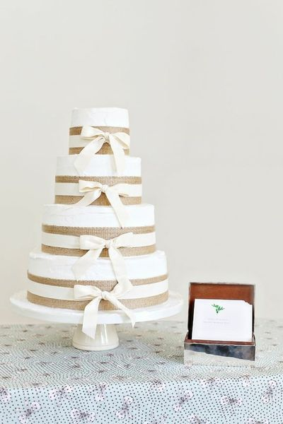 Burlap might not be your first idea for cake decorations, but this rustic wedding cake pulls it off