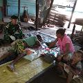 Retak Tulang Akibat Jatuh, Alex Sanggra Rutin di Rawat Satgas Yonif MR 411 Kostrad