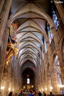 Gli interni della Cattedrale di Notre Dame di Strasburgo