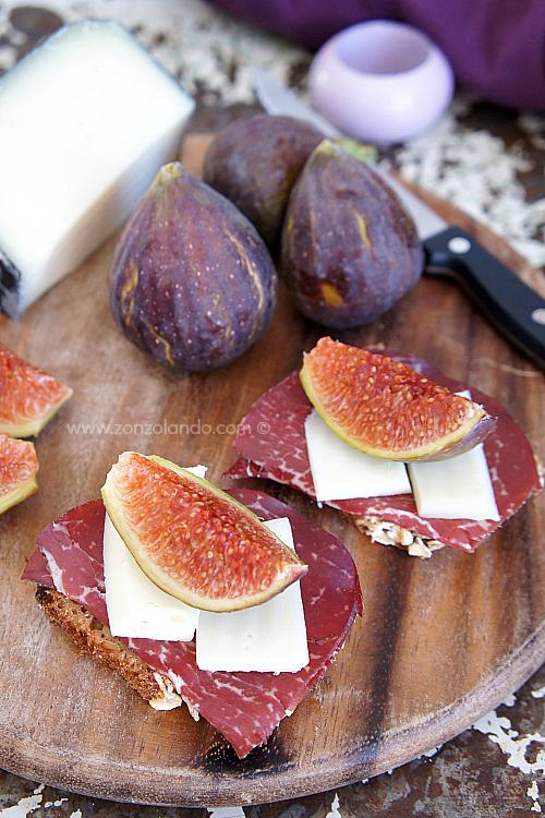 Crostini con bresaola, fichi e formaggio ricetta - figs and cheese tasty recipe
