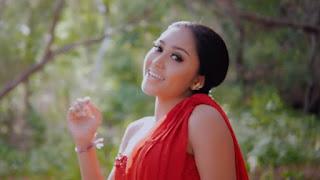 Lirik Lagu Sing Terganti - Gek Cantik