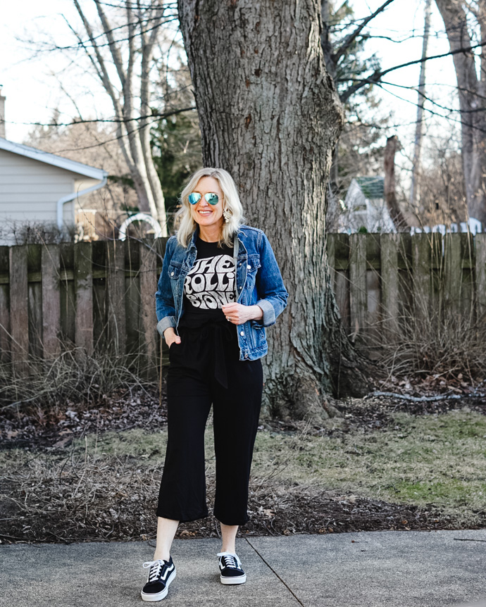 paper bag pants and graphic tee outfit