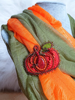 Pumpkin embroidered zipper brooch with coral