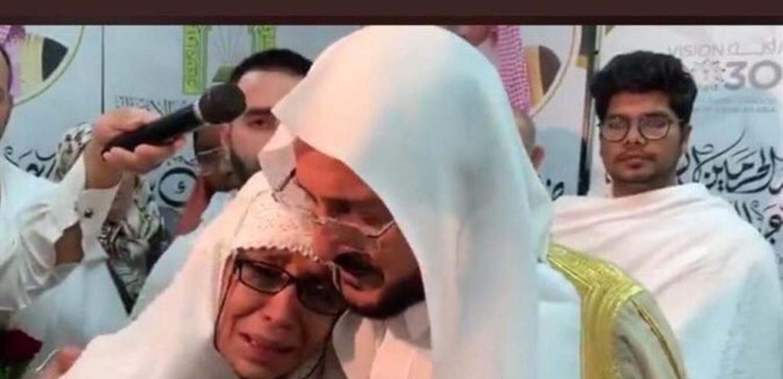 وزير سعودي يقبّل امرأة محجبة.. وردود فعل غاضبة (فيديو)