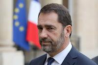 Lors d'une conférence de presse suivant la découverte du corps de Steve Maia Caniço, le ministre de l'intérieur est resté sans rien dire aux côtés du premier ministre.