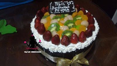 Kue tart buah-buahan segar dan cantik