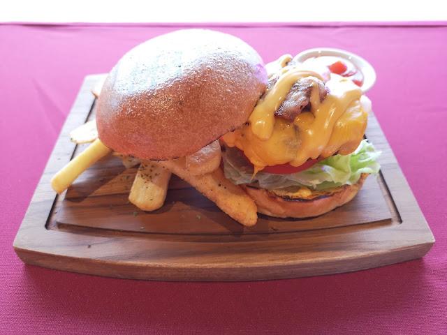 Rumours Classic Burger